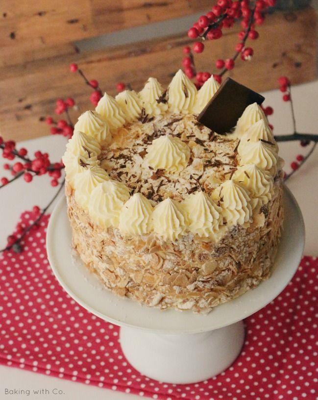 La receta de la tarta Sara o Mascota, un bizcocho con crema suave de mantequilla y almendra tostada. ¡Hummmmm!