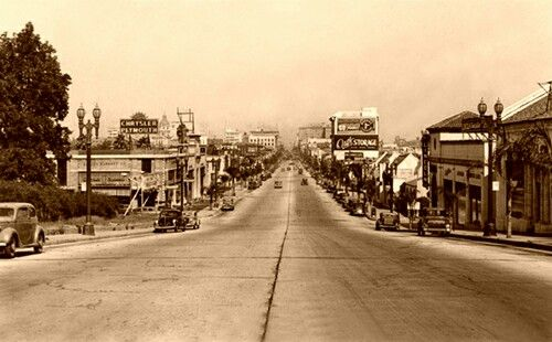 Colorado blvd Pasadena, CA looking east.  To the left is where the Norton  Simon museum would be, to the right, the Elks Lodge # 672.