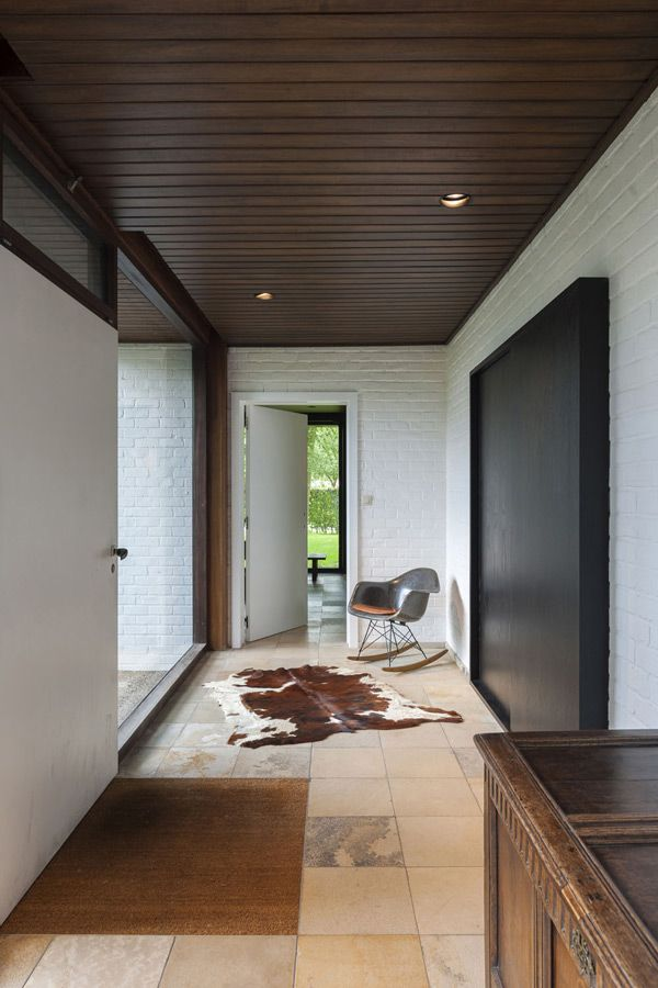 extension of a modernist housemodern additionmid century