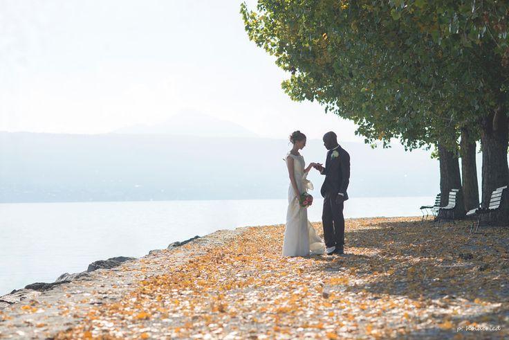 Photo de couple de jeunes mariés au bord du Lac Léman | Photographe mariage Montpellier / Nîmes / Héraut / Gard