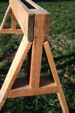 DIY sawhorse from pallet wood