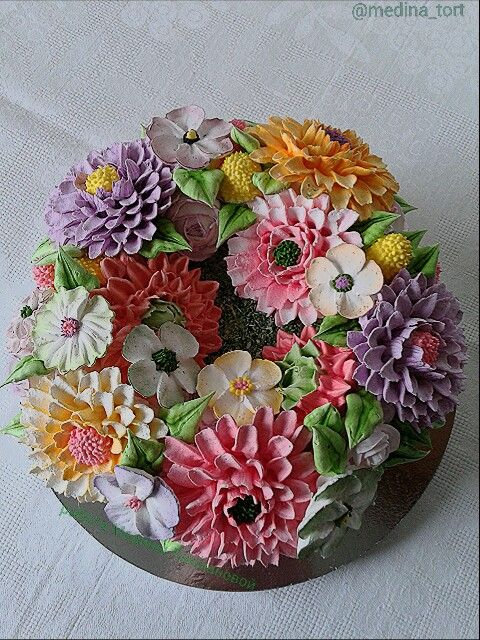 Кремовый торт цветочная композиция; dekor-tort.livemaster.ru