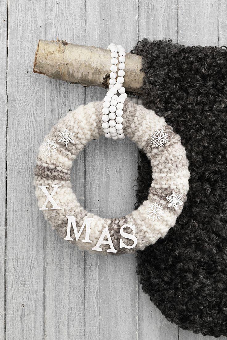 Christmas wreath with yarn www.pandurohobby.com Christmas Decor by Panduro  #christmas #decoration #DIY #wreath #julkrans #krans #dörrkrans