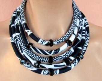 Collana africana nero e bianco /collana multi stratti/ collana di stoffa