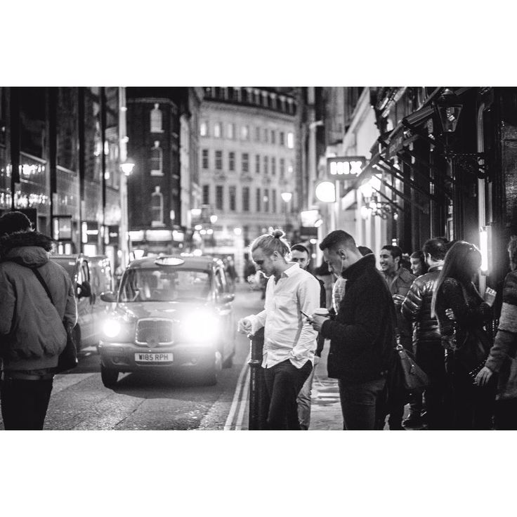 #tbt a esas noches de pub en Londres #eurotrip #fotografiaporelmundo #photography #laplata #london #londres #blackandwhite #blancoynegro #pubnight #pub #pubs #nightlife #europe #streets #urbanstyle #urban #fotografiaurbana #fotografosargentinos http://tipsrazzi.com/ipost/1512502040307453048/?code=BT9fJeSlEx4