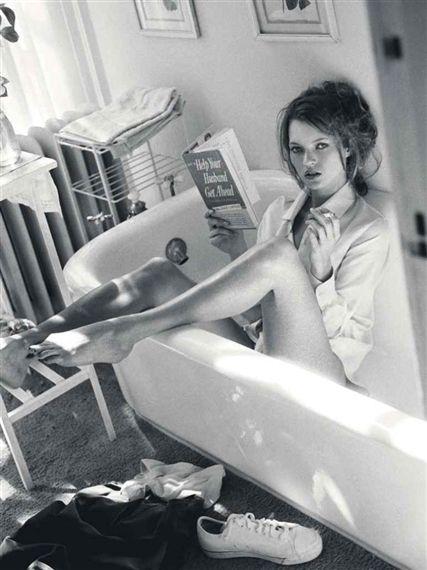 Kate Moss reading in bathtub, Sante D'Orazio