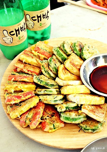 2467 best mmmm korean food images on pinterest cooking food korean food assorted jeon various meatsvegetableseafood are coated in egg batter and pan fried traditionally served to the korean royal court forumfinder Images