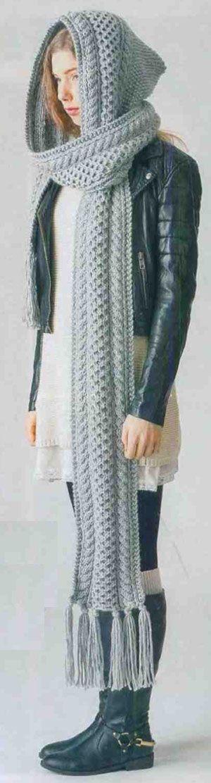 Вязаный шарф-капор с кистями
