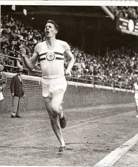 Bannister winning the Benjamin Franklin Mile, Franklin Field, University of Pennsylvania, 1952