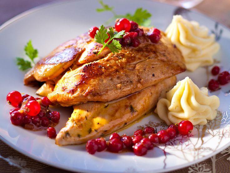 Découvrez la recette des suprêmes de pintade rossini aux airelles