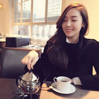 Tea time ️with the queen #mom #earlgrey #smile #imsocold #따뜻따뜻 #여왕님과함께영광입니다