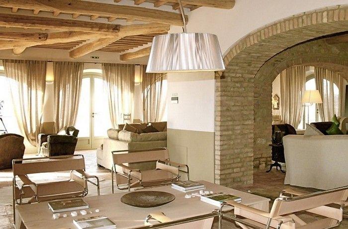 Солнечный тосканский стиль интерьера гостиницы Conti di San Bonifacio | тосканский стиль отель комфорт камин италья интерьер дизайн вино бассейн