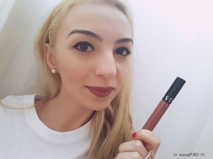 Până de curând existau vreo 5 nuanţe ale rujului lichid Sephora Cream Lip Stain. Citisem articole despre ele, văzusem şi câteva materiale video însă nu