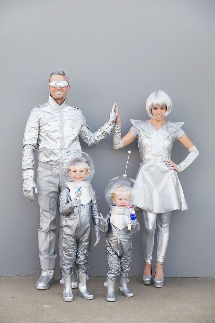 Space Family DIY Halloween costumes, from Tell, Love and Party: http://tellloveandparty.com/2015/10/diy-space-family-costumes.html