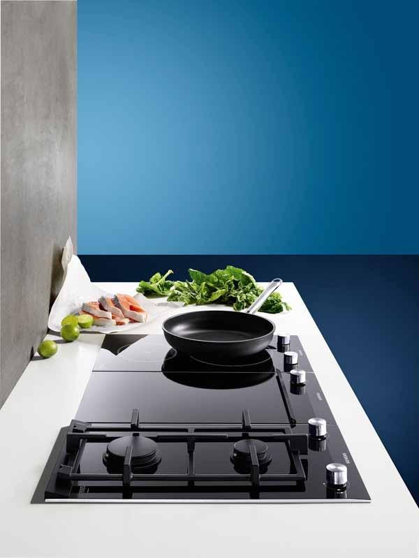 Samengestelde kookplaat; deels gas, deels inductie - Siemens