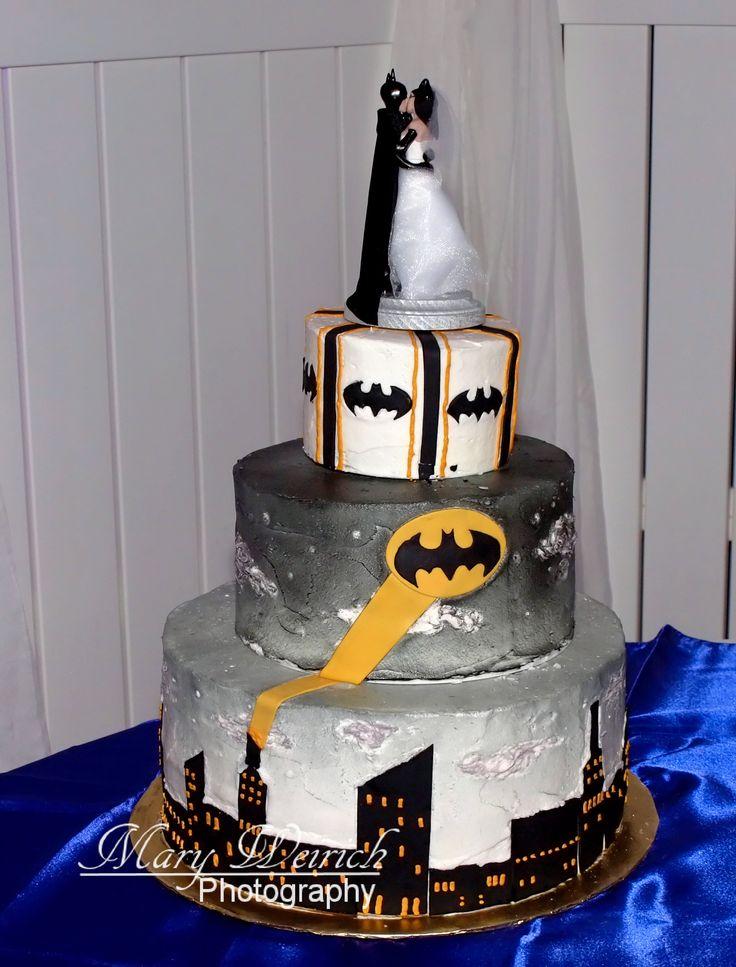 Batman themed wedding cake / Grooms Cake / Batman wedding cake topper / Wedding cake ideas / Mary Weirich Photography