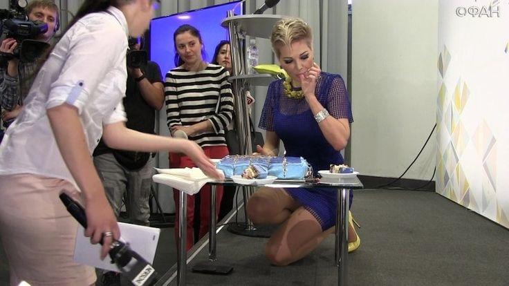 Максакова продемонстрировала ноги и сексуальные жесты на первой пресс-конференции в Киеве https://riafan.ru/833430-maksakova-prodemonstrirovala-nogi-i-seksualnye-zhesty-na-pervoi-press-konferencii-v-kieve