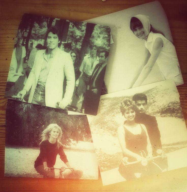 Zelfgemaakte enveloppen met oa John Travolta, Brigitte Bardot, Audrey Hepburn, posters uit Flow magazine