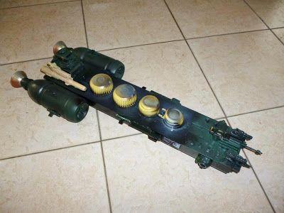 Una nave de carga. Para hacerla, tomé como base un toner de impresora.