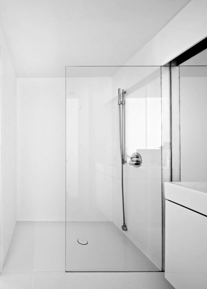 best 25 white minimalist bathrooms ideas on pinterest modern bathrooms modern bathroom. Black Bedroom Furniture Sets. Home Design Ideas