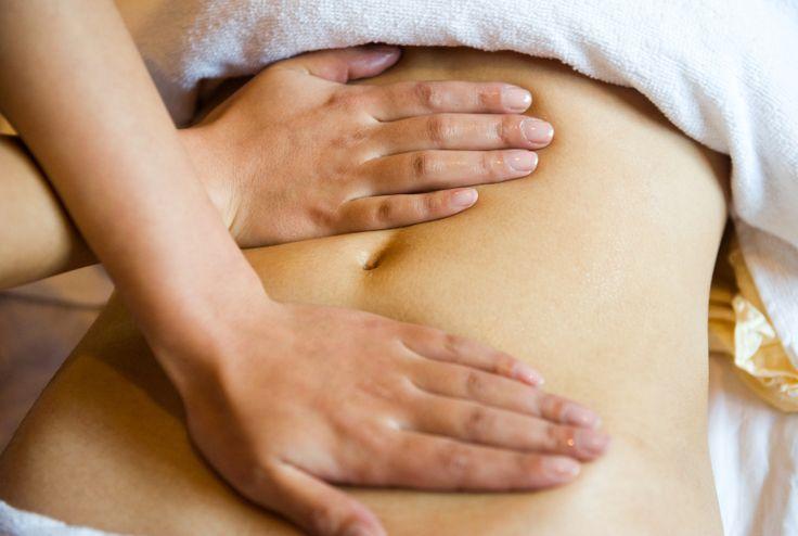 Le massage aux huiles essentielles pour un ventre plat