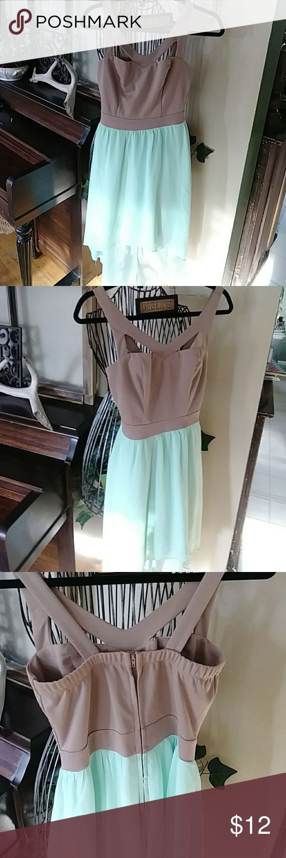 Charlotte Russe dress Size Medium Super darling Charlotte Russe dress in a size medium.   Excellent condition....Smoke free home located in beautiful Colorado ❄❄ Charlotte Russe Dresses