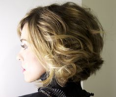 Short wavy hair with blonde highlights -chin length