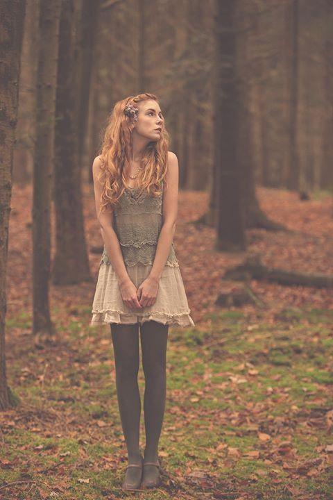 Foto: Lichtreize Model: Lulamae B.  • Editorial • Fashion • Woman • Shooting • Forest • Redhead •