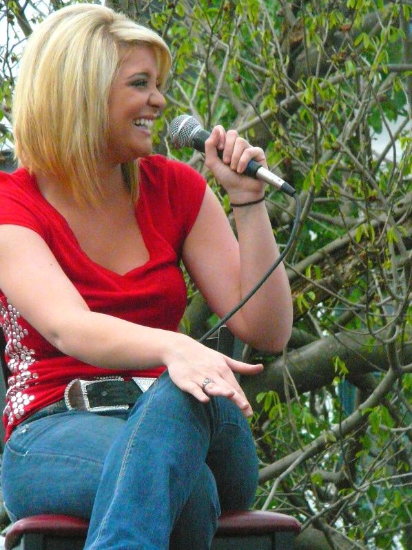 Lauren Alaina charms at the York Revolution Fan Fest. Click through for a photo gallery.