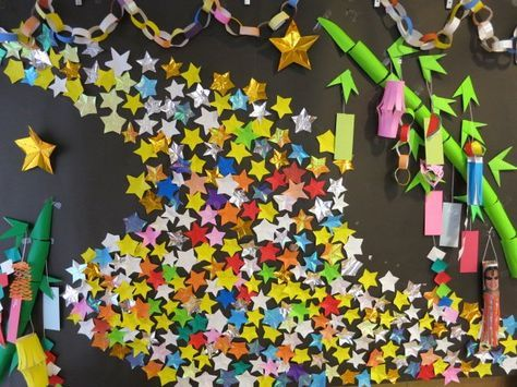 七夕飾り、皆さんどうしていますか? 当日はもうすぐそこ、何も準備していなければ笹もなかなか手に入らないと諦めていませんか? そんなことはないんです。 今回は即席でも素敵に仕上がる手作り七夕飾りのアイディアを集めてみました。 幼稚園や小学校で七夕飾りを作るお子さんも多いと思いますが、せっかくなのでお家でも七夕を