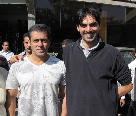 Never Underestimate the choice of #Bollywood superstar #SalmanKhan and for accommodation his choice is 'Ravine Hotel'. In this image : Dabangg Khan with Javed Sunesra during his stay at Ravine.