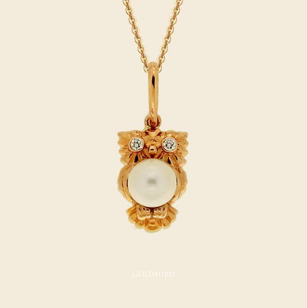 В студенческие годы многие становятся «совами». Некоторые — мудрыми, а остальные просто не спят ночами. Можно купить кулон с совой, чтобы оставить это с чувство себе навсегда.   #GOLD4U  #Подвеска  #Эксклюзив  #Сова  #Owl #Bird #Student  #Love #Necklace #Jewelry #Gold
