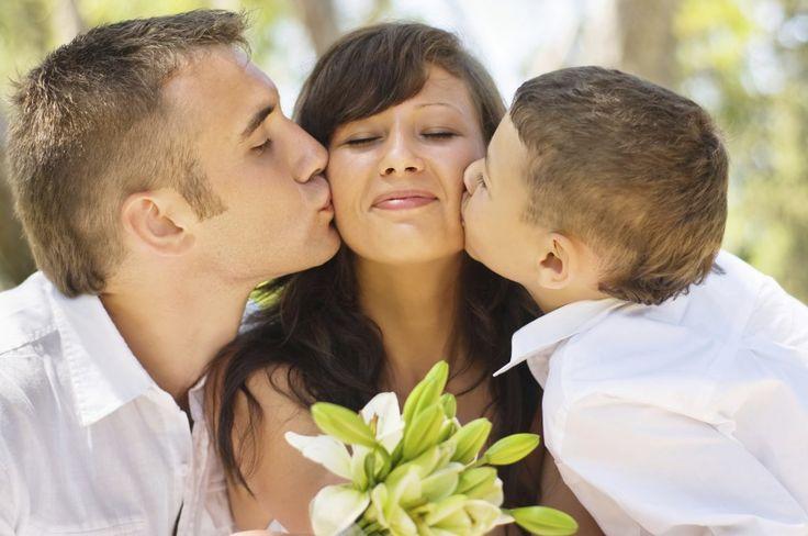 Assister au mariage de ses parents est une expérience que vivent de plus en plus d'enfants. Mariages tardifs ou familles recomposées...
