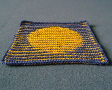 Illusion knitting. With instructions. A good site with lots of methods to geometric knitting