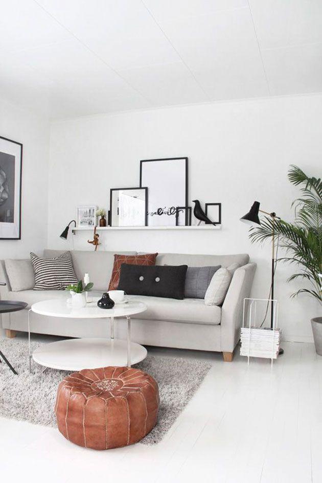 15 pines de pared detr s de sof que no te puedes perder - Decorar salon cuadrado 20 metros ...