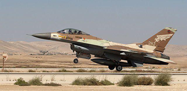 Seit Beginn des Krieges in Syrien ereigneten sich in der Nacht zu Freitag die schwersten militärischen Zusammenstoß zwischen Israel und Syrien. Israel fliegt immer wieder Luftangriffe auf das benachbarte Syrien. Dieses Mal hat Syrien zurückgeschlagen.