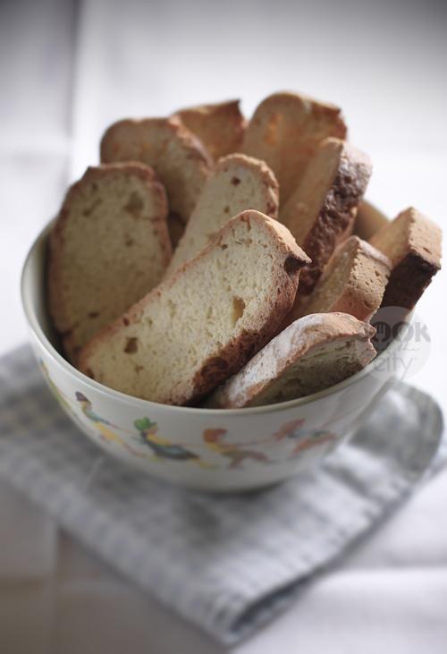 Biscotti vintage all'anice: ricetta dei rustici biscotti all'anice calbresi realizzati con uova, farina e Sambuca