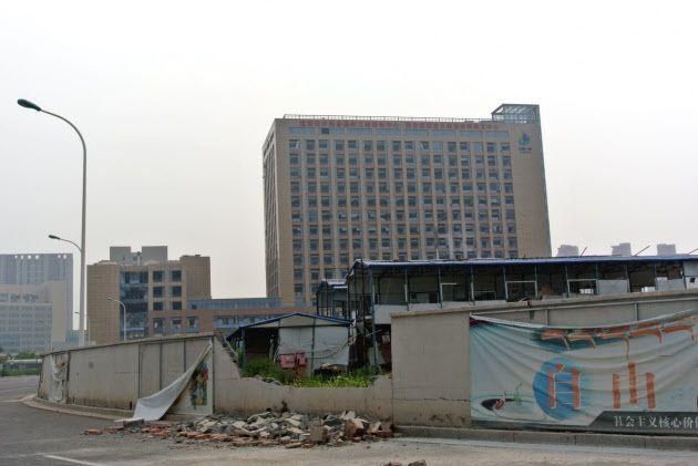 人影が完全に消え、機能が停止した天津市の経済開発区(17日)