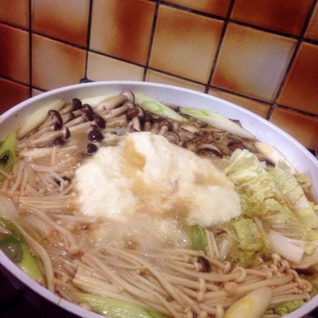 はなまるで梅沢富美男さんが紹介していたレシピのようで、里田まいさんブログで見つけて作ってみたら、とってもとっても美味しかったので、こちらにも記録!  梅沢さんは白菜入れてません。 あと、ネギは「南部の太ネギ」だそうです。←  なめこは買い忘れて今回は入れずにでしたが、十分美味しかったです〜…>_<…♡♡♡  山芋×お鍋が、私には無い発想だったので、レパートリーが増えて嬉しい! お母さんも私も2回もおかわりしちゃいました。リピート決定です〜。 - 14件のもぐもぐ - お箸が止まらない〜!梅沢流きのこ鍋 by minami23