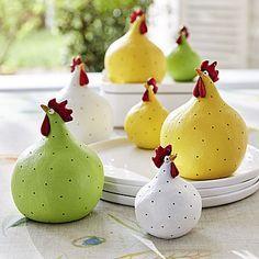 Deko-Hühner: Fröhliche Hühnerdekoration mit Charakter   – Cemento