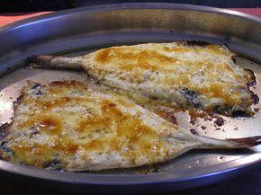PESCADILLA CON MAYONESA AL HORNO  1 Pescadilla de unos 2 kgs. (pedirla limpia, sin raspa y abierta para horno) (20 PUNTOS) 3 cdas. de aceite de oliva (9 PUNTOS) 3 cdas. de mayonesa ligth (3 PUNTOS) 1 cda. de pan rallado (1 PUNTO) Sal (0 PUNTOS)