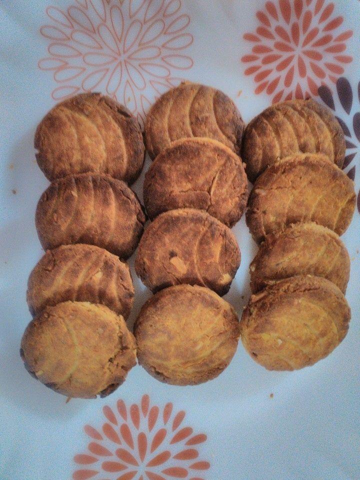 Hema's HealthyYetTasty Recipes: Healthy Whole wheat and nuts cookies
