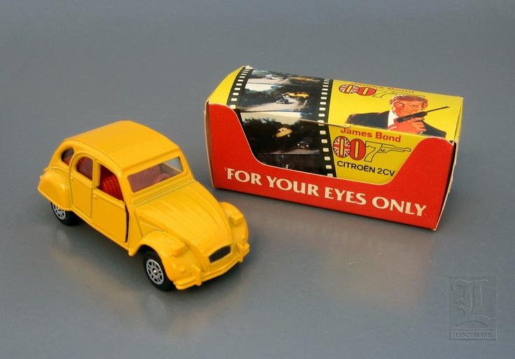 "CORGI JUNIOR Citroen 2CV James Bond ""FOR YOUR EYES ONLY""."
