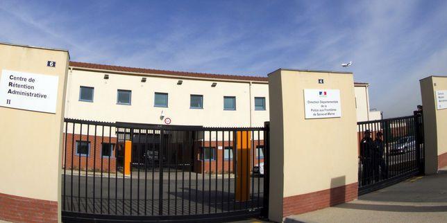 Un brigadier dénonce le racisme au sein du plus grand centre de rétention administrative en France, au Mesnil-Amelot (Seine-et-Marne). Des précédents corroborent ses dires.