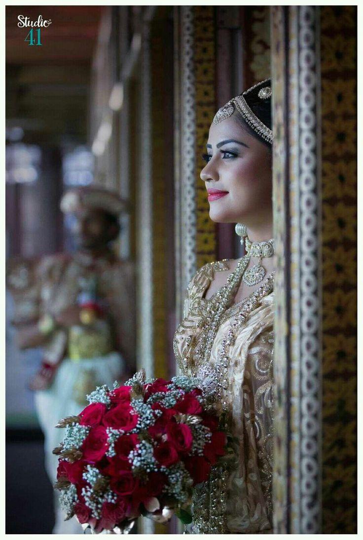 203 Best Srilankan Brides White Saree With Low Bun Hair
