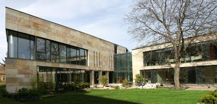 képek: A Pátria Takarék központi épülete Gyömrőn