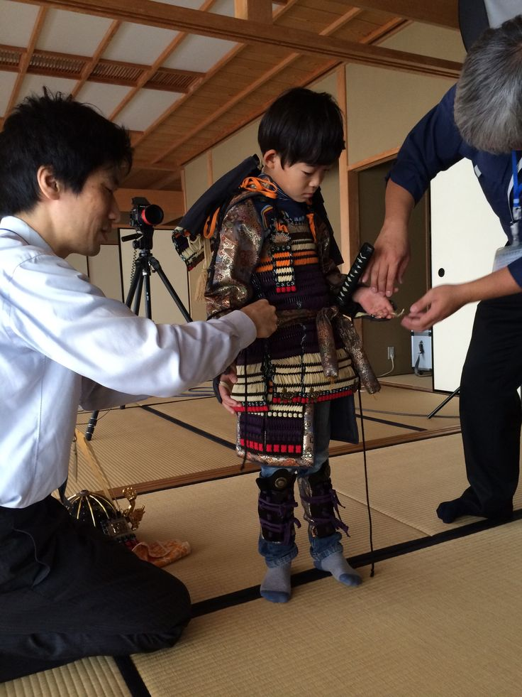 徳島城博物館にて甲冑の着付け(ひょうたん島博覧会:助任川造船所)