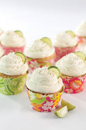 I made these Key Lime Cupcakes with Key Lime Filling and Key Lime Buttercream Icing. AWESOME!  The recipe is from Southern Lady magazine: http://www.southernladymagazine.com/recipes/key_lime_cupcakes.asp.: Fillings Cupcakes Recipes, Pies Cupcakes, Cupcakes Liner, Recipes Keys Limes Cupcakes, Cupcakes Wrappers Templates, Cups Cakes, Key Lime Cupcakes, Cupcakes With Fillings Recipes, Cupcakes Desserts