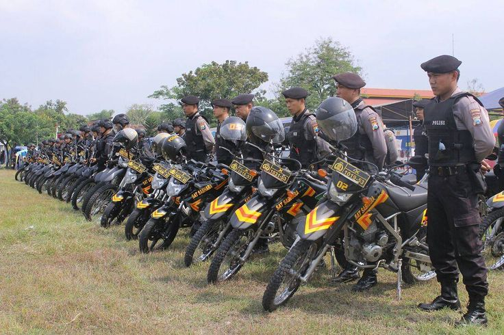 Anggota Raimas Polres Madiun melaksanakan apel gelar pasukan dlm rangka pengamanan giat tasyakuran pengesahan warga IKS PI KERA SAKTI dipimpin Kapolres Madiun AKBP I MADE AGUS P. S.I.K  M.Hum.