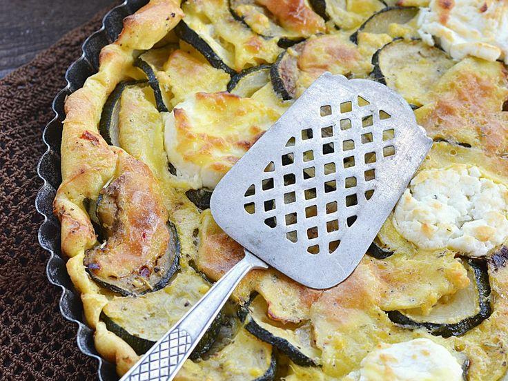 pâte feuilletée, courgette, pesto, fromage de chèvre, huile d'olive, sel, poivre